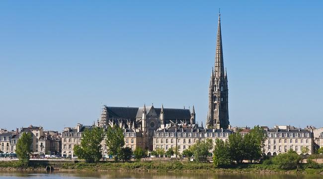 Panorama sur Bordeaux, la Garonne et la basilique Saint Michel