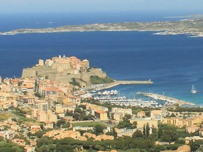 Vue sur la citadelle de Calvi et son port